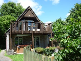 59 VALLEY LODGE, pet friendly, country holiday cottage, hot tub in Gunnislake