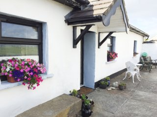 TIGIN, pet friendly, character holiday cottage, with open fire in Liscannor