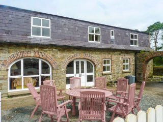 TOBER EILE, pet friendly, character holiday cottage, with a garden in Ferns, Cou