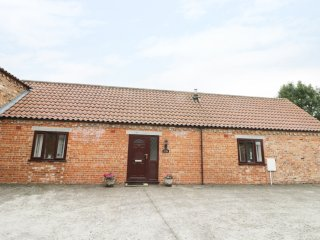 THE STABLE, barn conversion, pet friendly, enclosed garden, near Pocklington