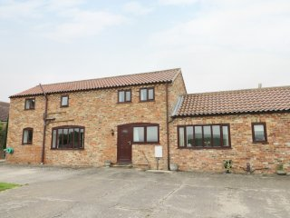 THE BARN, all ground floor, open plan layout, double bedrooms, near Pocklington,