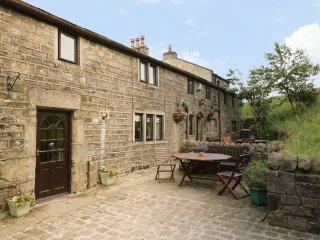 THE STABLE COTTAGE, 17th century barn conversion, off road parking, walks from d
