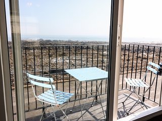 THE HAVEN, mid-terrace, over 3 floors, open fire, sea views, near Eyemouth, Ref.
