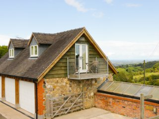 COACH HOUSE AT THE HOLLOW, pretty views, romantic cottage, studio accommodation,