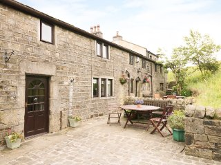 TRUE WELL HALL BARN CTG, cosy accommodation overlooking stables, close walking