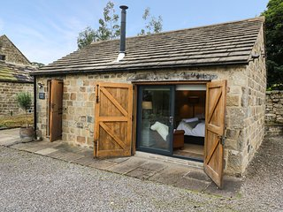WATERSIDE BARN, stone-built, open plan living area, countryside views