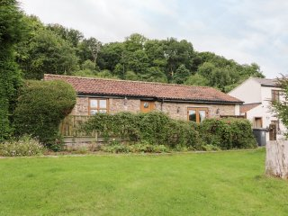 NIBLETTS PATCH COTTAGE, single storey, rural setting in Forest of Dean, en-suite