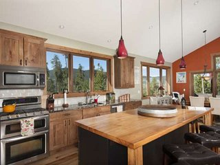 Best Lake & Mountain Views In Dillon! Minutes From/Central To Breckenridge & Key
