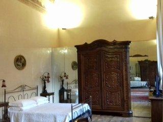 suite in historic palace near Piazza Maggiore
