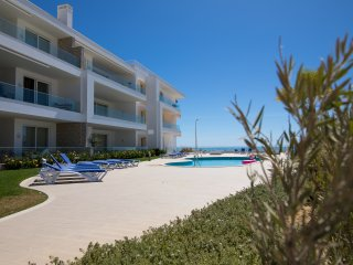 Blissful Ocean-Front Holiday Condo, Porto de Mos, Lagos, Algarve