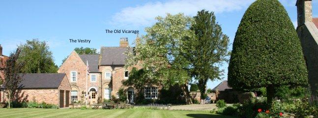 Hermosa casa de campo con grandes jardines en un pueblo tranquilo con pub y paseos