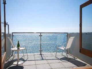 Captain's Rest, Porthleven - Right above the beach with superb sea views