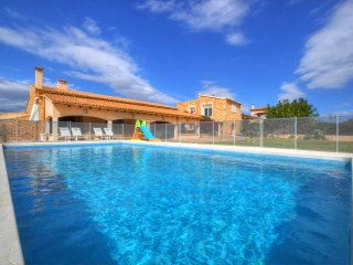 VILLA ERIN in a residential zone and at only 15 minutes from Palma city.