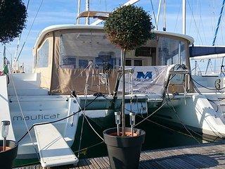 Catamarano Mauticat