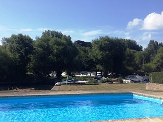 BOURNECOAST: RIVER VIEWS WITH COMMUNAL POOL - HB655