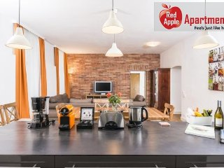 Spacious Apartment With Private Garden - 7001