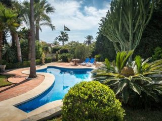 Andalucian detached villa 60 meters (2 min walk) from the beach!