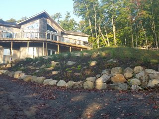 Luxury Waterfront Cottage, Fox Lake in Huntsville