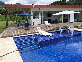 Finca ,hermosa, Nueva Y Amoblado ,para 10 Personas ,con Expectacular Ambiente