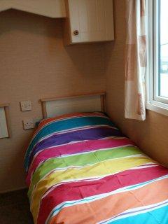 Twin bedroom - 2