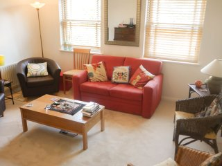 Lovely 3 bed Oval Townhouse