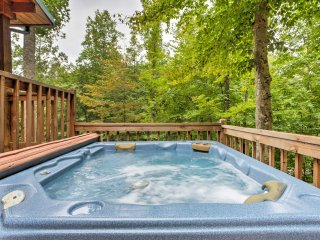 'Woodsman' 2BR Red River Gorge Cabin w/Hot Tub!
