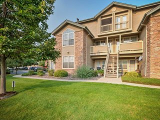 Cozy Littleton Condo w/Loft & Patio on Golf Course