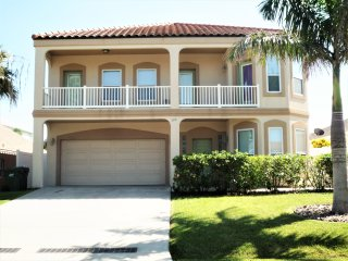 20% OFF, 6BD/4BA,JACUZZI/HEATED SWIM.POOL,BILLIARD TABLE,3 HOUSES TO BEACH, WIFI
