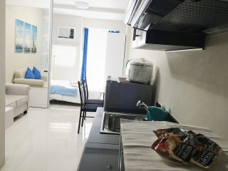 Cool and comfy condo unit near ABS-CBN