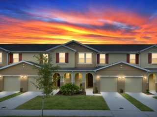 5108 Family Friendly 4 Bedroom close to Disney in Orlando Area
