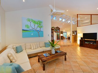 Sunbird - 5 Bedroom House by the Beach