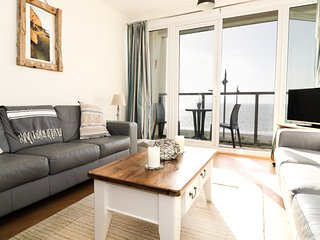 12 WEST END POINT, open plan layout, breakfast bar, balcony, seaside views, in P