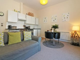 FAR WEST modern first floor apartment, 1 mile from the cape Cornwall coast, walk