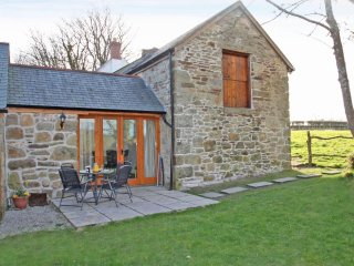 Foxglove Cottage modern barn conversion, dog friendly, countryside setting, clos