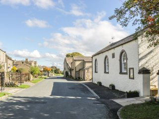 WESLEYAN CHAPEL, wood burner, open plan, pet friendly, en-suite rooms, in Leybur