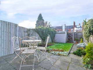 NUMBER 6, pet-friendly, enclosed garden, WiFi, in Shrewsbury, Ref 957599