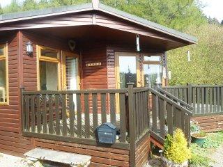 SKY VIEW, single-storey chalet, decked area, dog-friendly, Kielder, Ref 954228