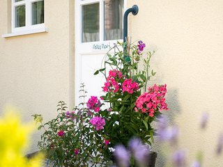 VALLEY VIEW, pet friendly, character holiday cottage, with a garden in