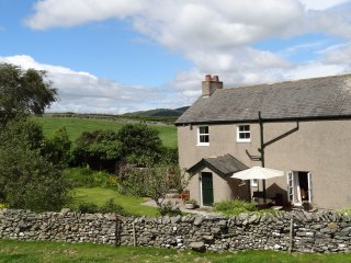 WAINGATE COTTAGE, detached, woodburning stove, beautiful views, near Flookburgh,