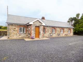 WORK HOUSE COTTAGE No. 2, all ground floor, three bedrooms, mountain views, in