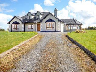 KESHCORRAN VIEW, detached, WiFi, beautiful countryside and views, Gorteen, Ref 9