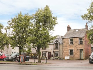 MILFORD HOUSE, featured fireplace, beamed ceiling, stone-built, Tideswell, Ref 9