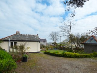 HAFOD COTTAGE, ground floor, conservatory, large garden, in Cemaes Bay, Ref 9482