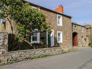 PEAR TREE FARM COTTAGE, woodburner, exposed beams, pet friendly, in Bowness on