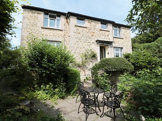 HAWKFIELD, pet-friendly, lovely garden, walking distance to Chatsworth, Baslow,