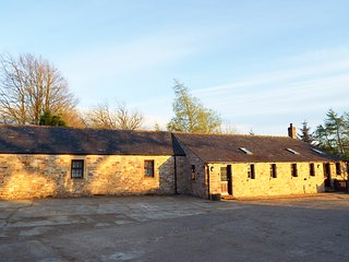 BLACK LYNE LODGE, detached Cumbrian longhouse, woodburner, en-suite, near Brampt
