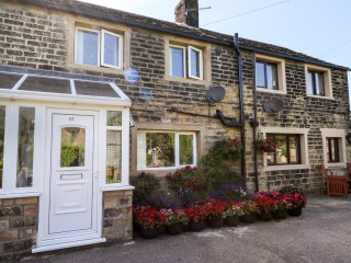 LEWIS COTTAGE, terraced, Smart TV, WiFi, Upper Cumberworth near Holmfirth, Ref