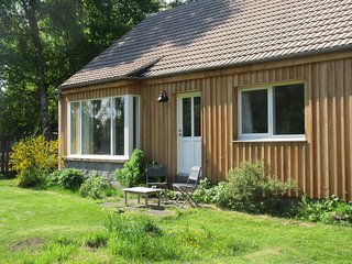 TIGH NA TRUIM, fabulous location, woodburning stove, en-suite wet room, in Newto
