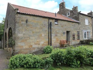 PROSPECT COACH HOUSE, family friendly, character holiday cottage, with a garden