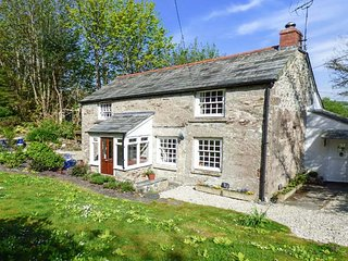 WESTSIDE COTTAGE, 18th century, woodburner, lawned garden, Cardinham, Bodmin